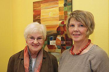 Frau Willeke und Frau Havermann, Malkreis Fürstenberg, sorgen für wechselnde Ausstellungen in der Praxis.